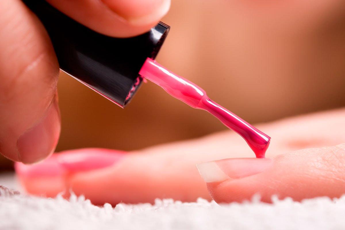Процесс нанесения гель-лака на ногти